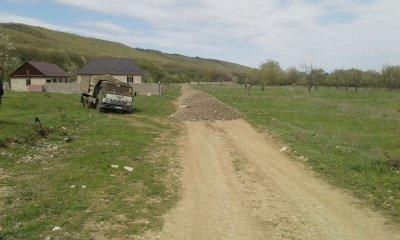 В районе « Бурсум» с. Ленинаул ремонтируются дороги