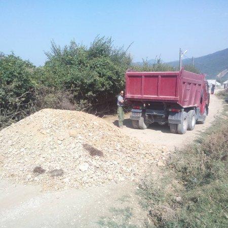 Продолжается активная работа по ремонту гравийного покрытия дорог