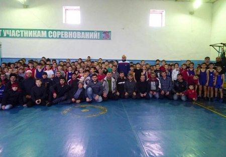 Провели открытый новогодний турнир по вольной борьбе