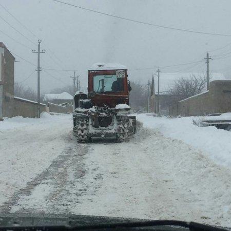 Проведены работы по снегоочистке проезжей части главной дороги с.Ленинаул.