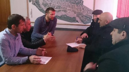 """Совещание с начальником ОАО """"Казбековский ДЭП 15"""" Темирбулатов Х."""