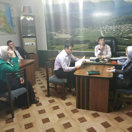 Провёл совещание с работниками администрации и налогового органа