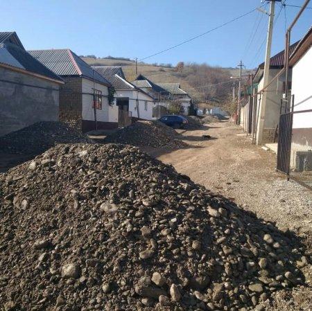 На этой неделе провели гравирование дороги улиц Космонавтов и И.Далгатова.