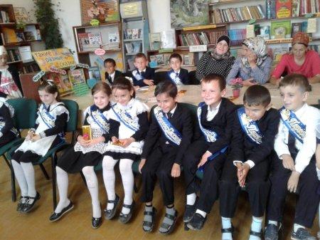"""23 мая в сельской библиотеке, для учащихся 2-го класса школы №2, провели библиотечный урок - экскурсия на тему """"Любите книгу - источник знаний"""""""